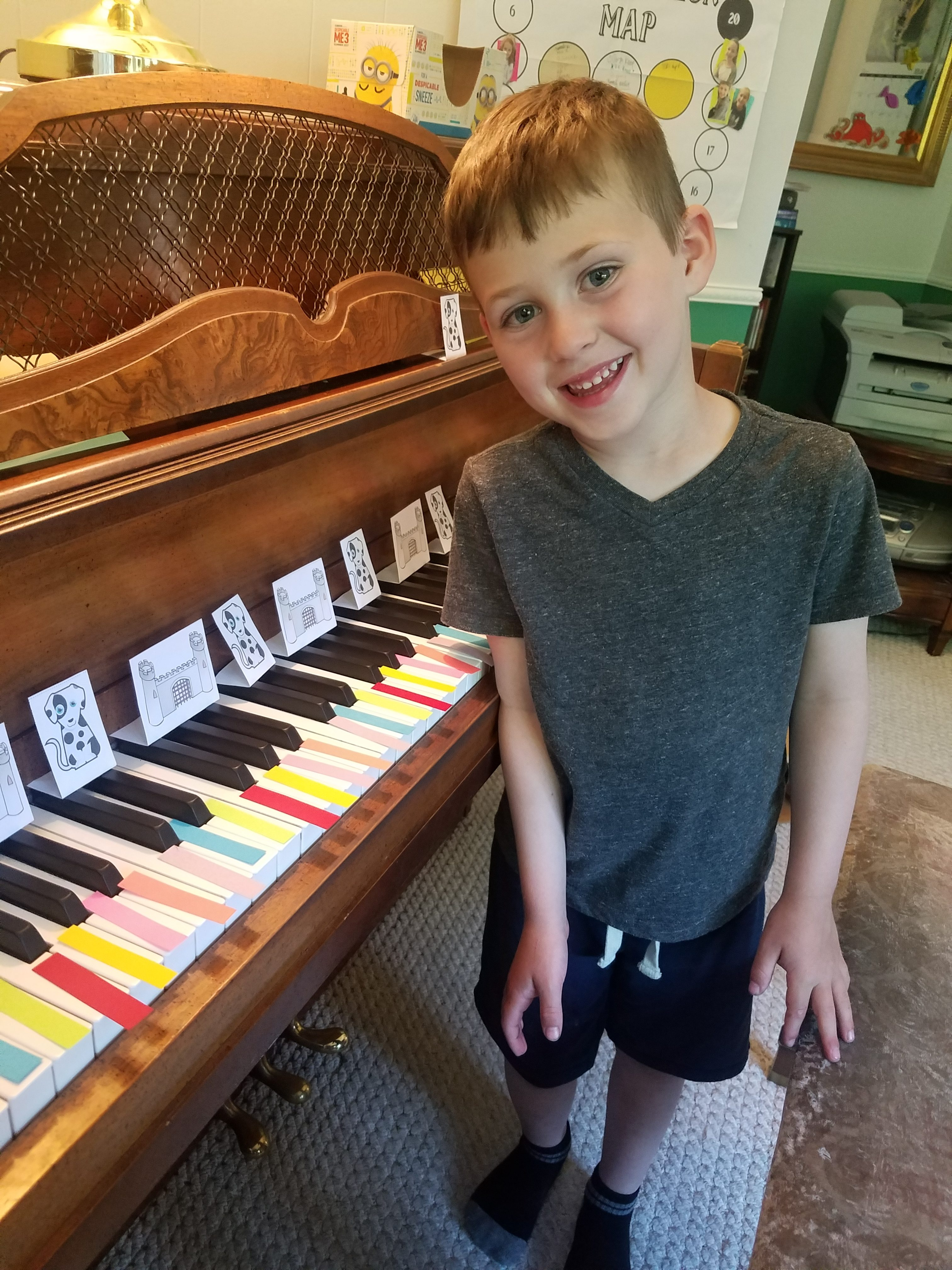 Piano lessons taught creatively. Piano student preschool kindergarten